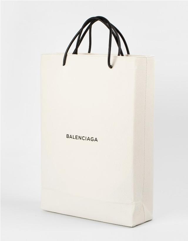 画像: まさかのショッパーと見間違えるバッグ