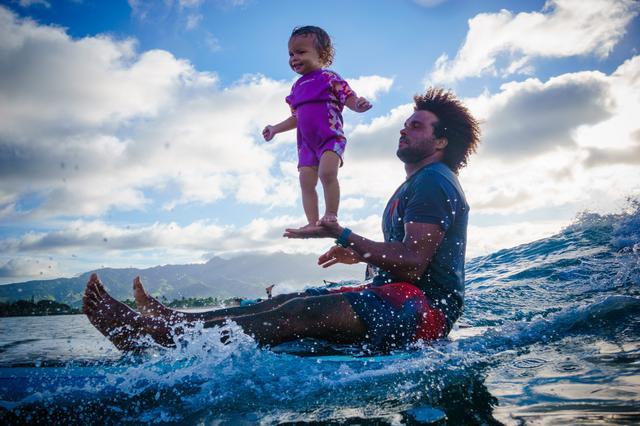 画像2: 生後4ヵ月からサーフィン
