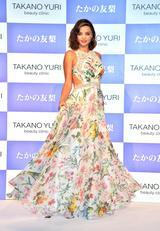 画像: 美しいロングドレス姿が話題に