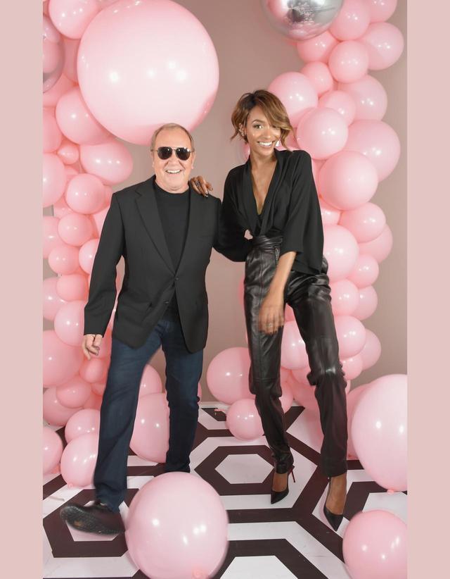 画像: マイケル・コースと人気モデルのジョーダン・ダンが一緒に