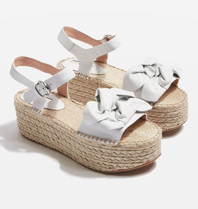 画像: http://www.topshop.com/en/tsuk/product/shoes-430/sandals-5388227/wendy-bow-wedges-6577097?bi=80&ps=20