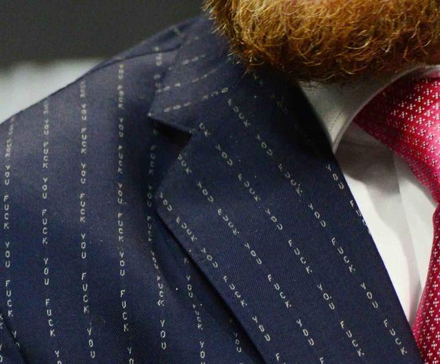 画像3: マクレガーのスーツに視線は釘付け