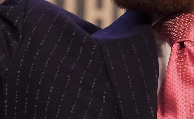 画像2: マクレガーのスーツに視線は釘付け