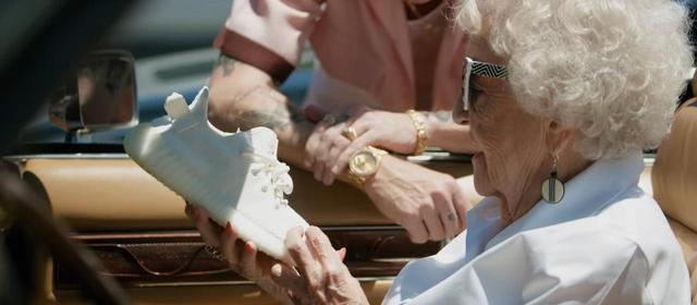 画像: 100歳の記念をMVに