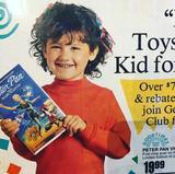 画像: 『ハイスクール・ミュージカル』女優、3歳当時の宣伝写真が可愛すぎる