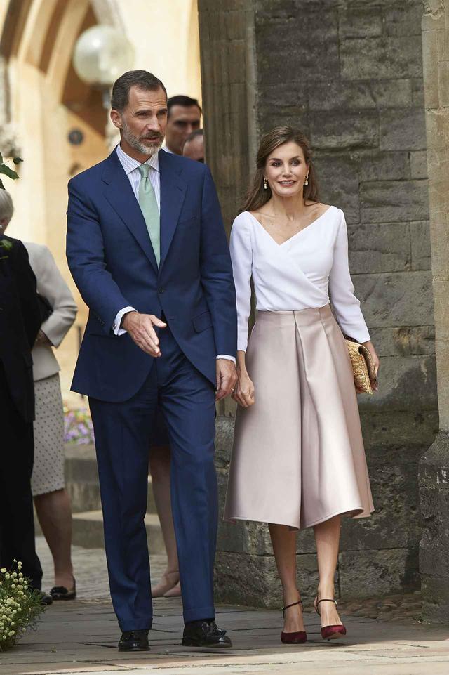 画像1: スペインのレティシア王妃が着用した4,000円のスカートが即売り切れ