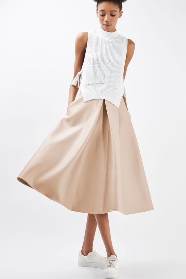 画像3: スペインのレティシア王妃が着用した4,000円のスカートが即売り切れ