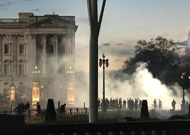 画像1: バッキンガム宮殿で撮影