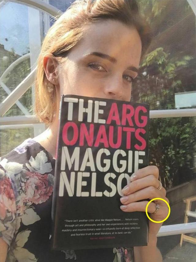 画像: インスタグラムで公開している写真でも、小指によくこの指輪を着けていた。