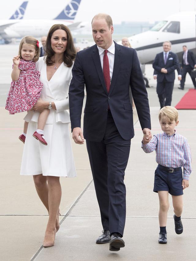 画像: ポーランドに到着した4人。