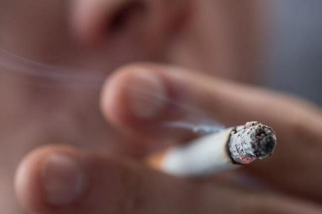 画像: セレブの喫煙に敏感に反応するファンたち