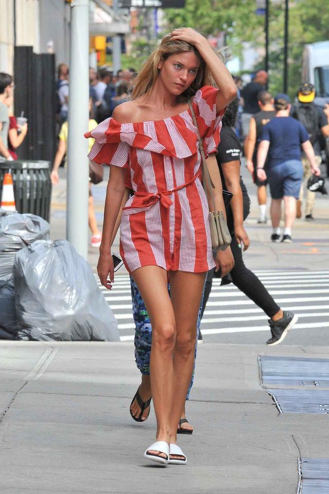 画像1: ヴィクシーエンジェル、2,700円のサンダルをサマードレスで格上げ