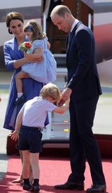 画像8: 【写真あり】ロイヤルツアー中の眠そうなジョージ王子の姿が可愛すぎる