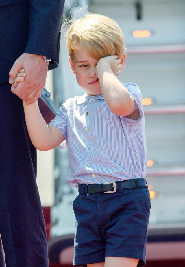 画像4: 【写真あり】ロイヤルツアー中の眠そうなジョージ王子の姿が可愛すぎる