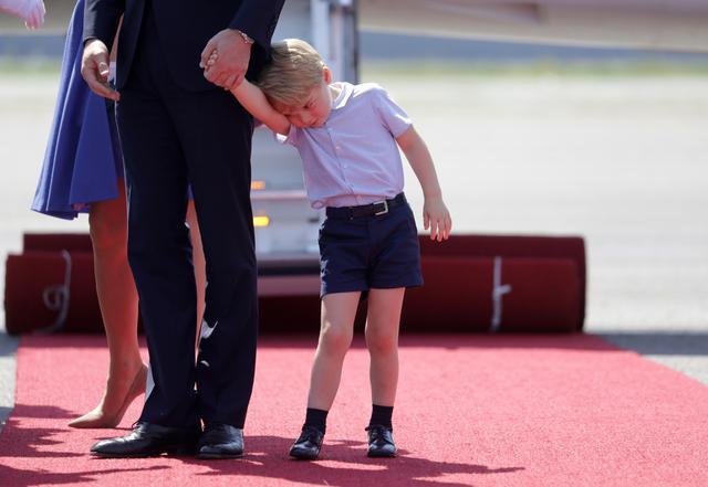 画像6: 【写真あり】ロイヤルツアー中の眠そうなジョージ王子の姿が可愛すぎる