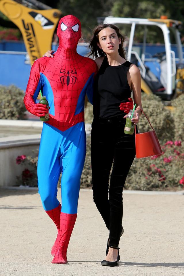 画像1: アレクサがスパイダーマンとデート