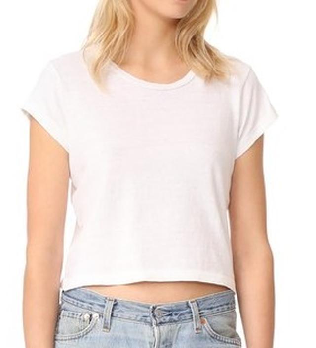画像5: 人気ヴィクシー・エンジェルによる、LA風白Tシャツ+デニムの着こなし