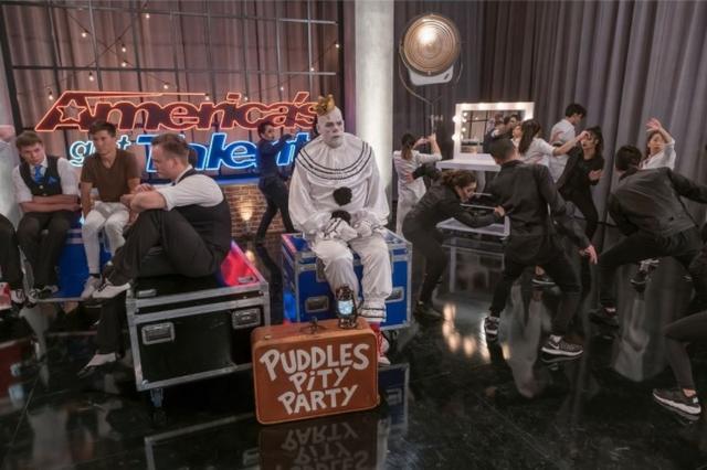 画像: こちらは「ぼっち感」が溢れる舞台裏でのパドルズの様子。©PuddlesPittyParty