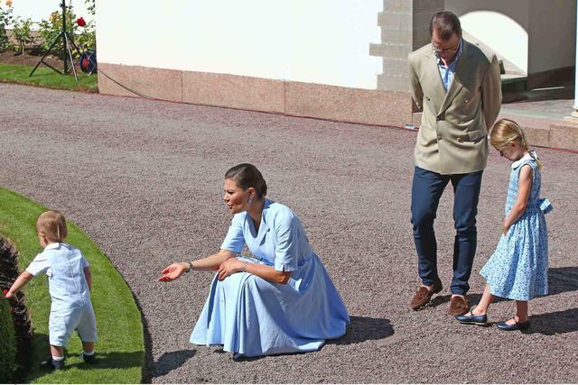 画像4: スウェーデン王女、誕生日にH&Mの4,500円のサンダルを履く