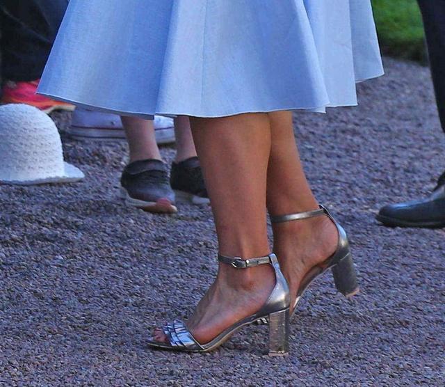 画像2: スウェーデン王女、誕生日にH&Mの4,500円のサンダルを履く
