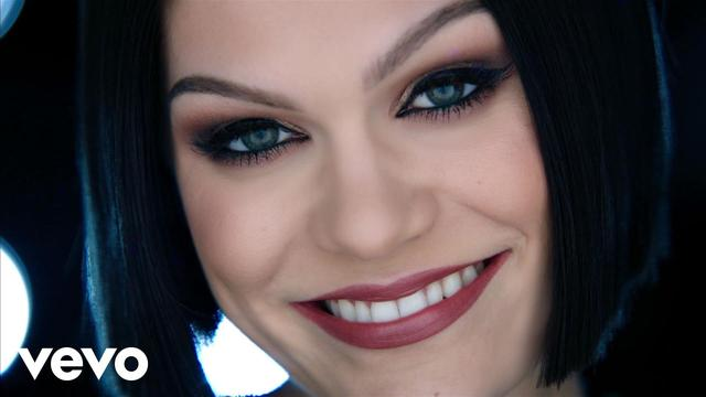 画像: Jessie J - Flashlight (from Pitch Perfect 2) youtu.be