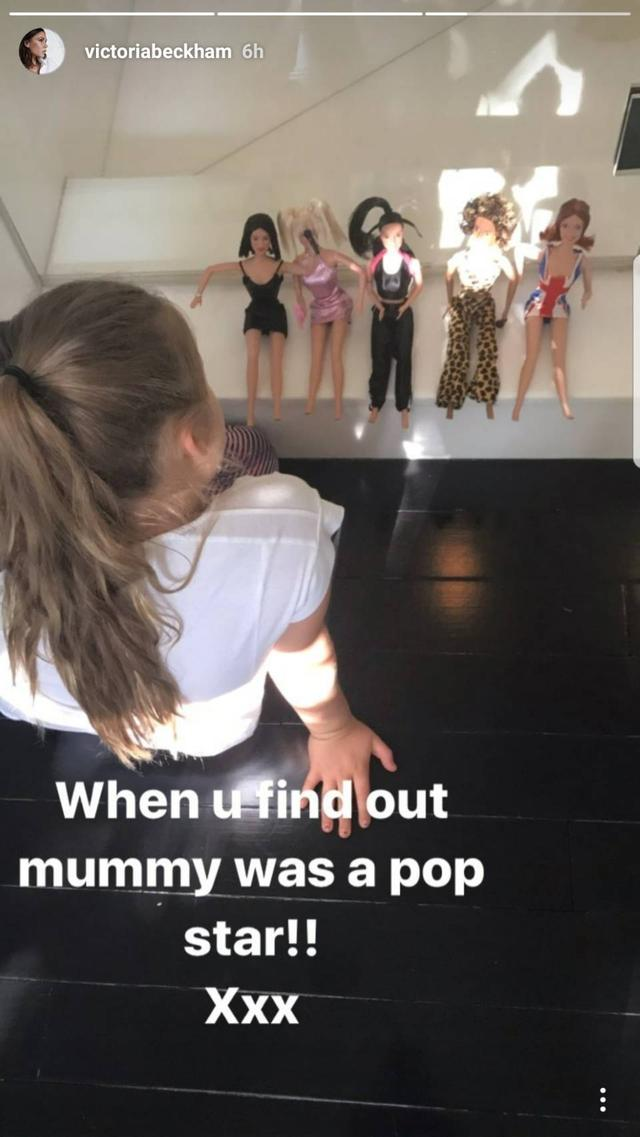 画像1: ベッカム娘、母親がスパイス・ガールズのメンバーだったと知った瞬間