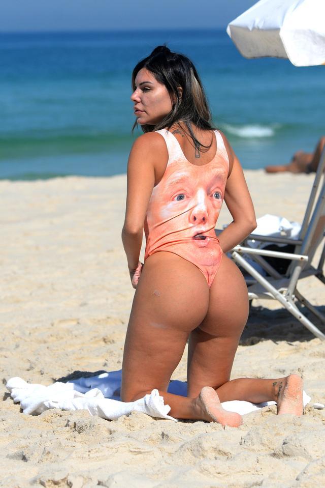 画像3: ブラジル出身モデル、トランプ米大統領の顔がプリントされた水着を着こなす