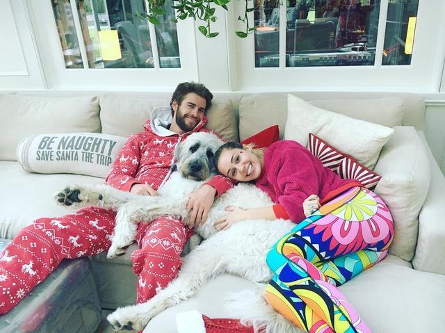 画像: 映画での共演がキッカケで2009年に交際をスタートしたマイリーとリアムは、2012年に婚約するも、その後破局。しかし、2016年に復縁し再び婚約した。