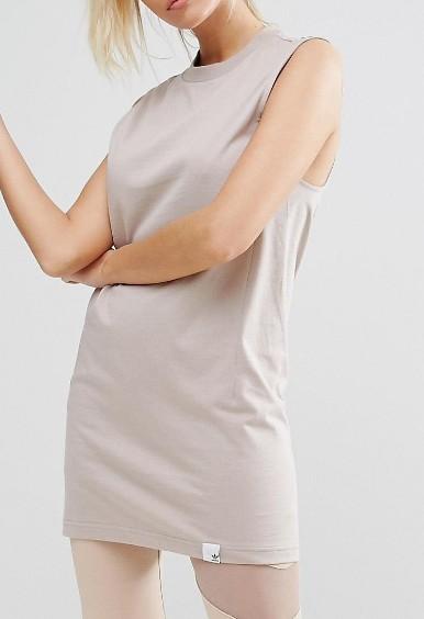 画像3: エミリー・ラタコウスキー、adidasのフィットネス用トップスを1枚で着用