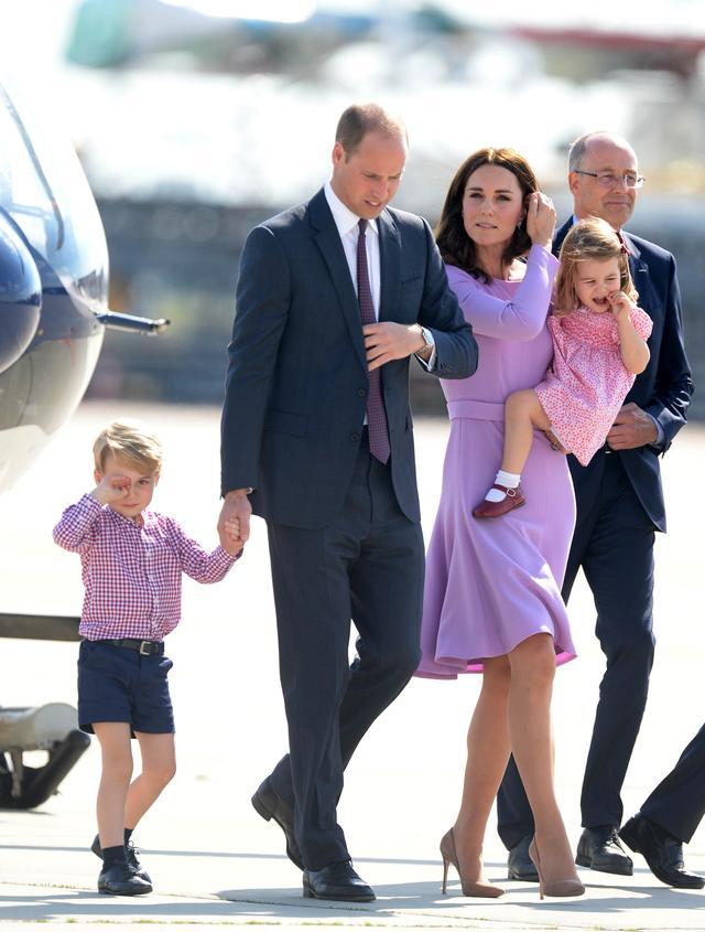 画像: 英王室が外交の時必ず持っていく「できれば着たくない」ある服って?
