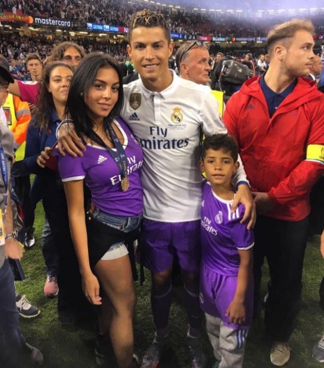 画像: ロナウドの試合も息子と観戦