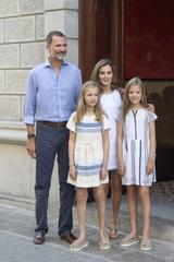 画像3: スペイン王室一家の爽やかなバカンス・ファッションがオシャレすぎる