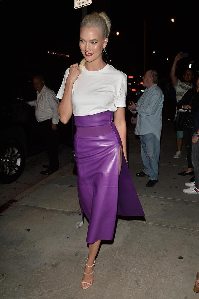画像1: 人気トップモデルによる、3,000円の白Tシャツでドレスアップする方法