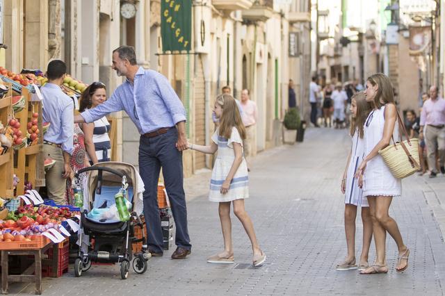 画像5: スペイン王室一家の爽やかなバカンス・ファッションがオシャレすぎる