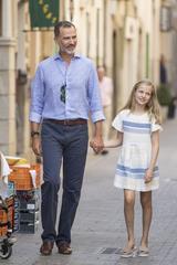 画像1: スペイン王室一家の爽やかなバカンス・ファッションがオシャレすぎる