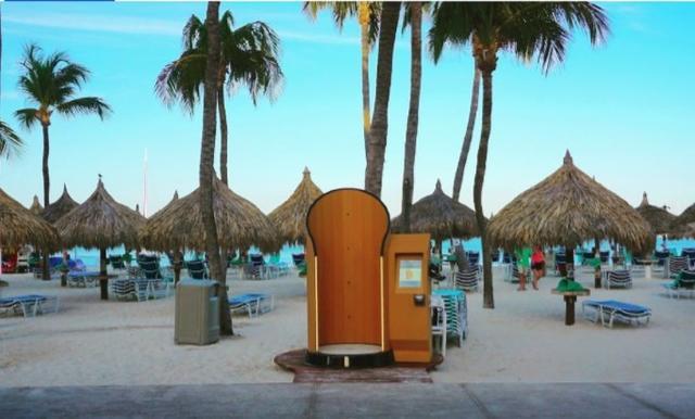画像: フロリダ州のパームビーチにあるハイアット リージェンシー アルーバのビーチに設置されたスナッピースクリーン。©Snappy Screen