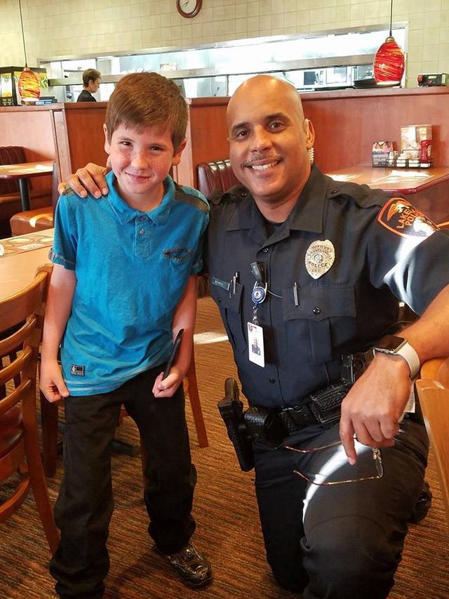 画像2: 9歳の少年「将来の夢は警察官」