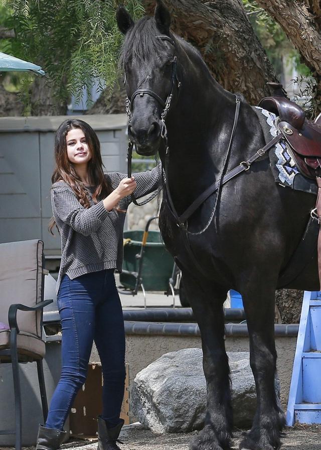 画像: 療養以前にも乗馬を体験したことがあったセレーナ。写真は2014年撮影。