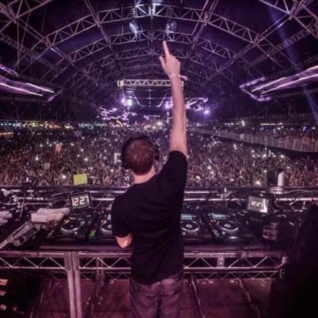 画像1: Calvin Harris - Live At EDC Las Vegas 2014 FREE DOWNLOAD soundcloud.com
