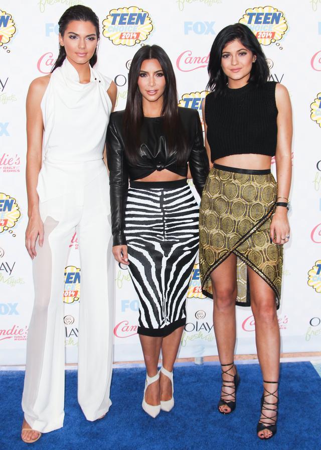 画像: (左から)姉のケンダル・ジェンナー、キム・カーダシアン、カイリー・ジェンナー