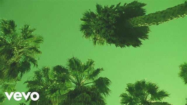 画像: Calvin Harris - Slide (Official Audio) ft. Frank Ocean, Migos www.youtube.com