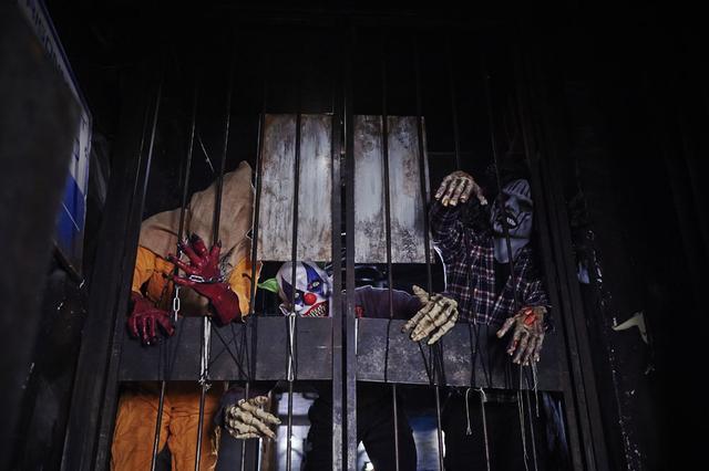 画像1: 呪いの玉子、ドリンクはビーカーに目玉!「監獄レストラン」でプチホラー体験!