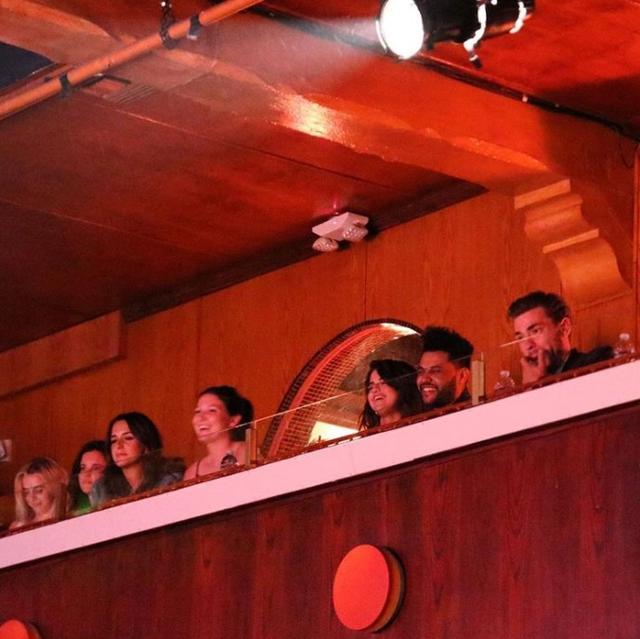 画像: 【写真あり】セレーナ&ザ・ウィークエンド、一緒にコメディショーへ