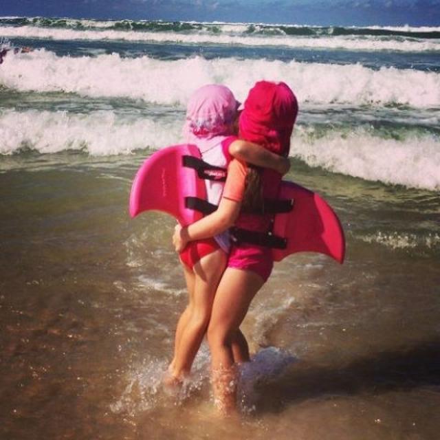画像2: サメになれる背びれ「スイムフィン」が登場