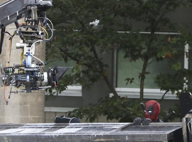 画像: 別の映画のプロモーションのために、一時ロサンゼルスへと飛んでいた主演のライアン・レイノルズもバンクーバーに戻り撮影開始。