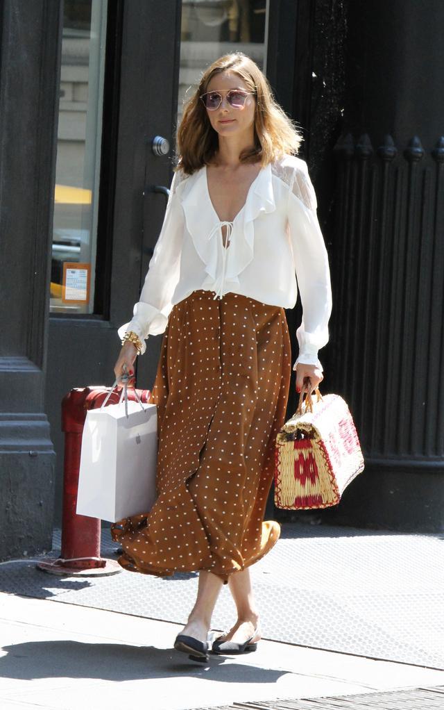 画像1: オリヴィア・パレルモのフェミニンなドット柄スカートスタイルを拝見