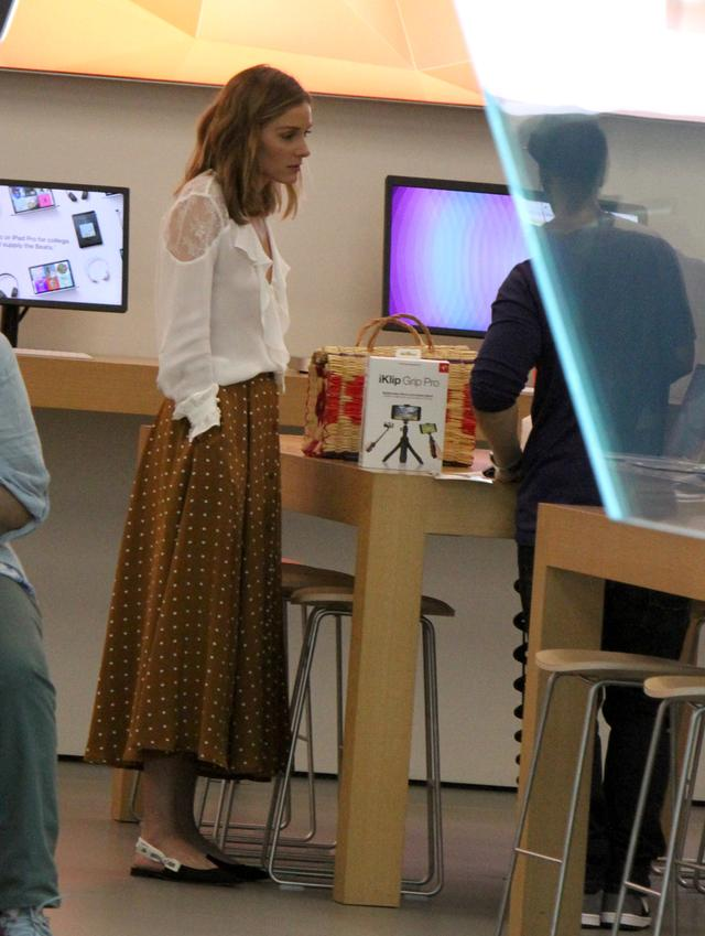 画像3: オリヴィア・パレルモのフェミニンなドット柄スカートスタイルを拝見