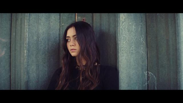 画像: Jasmine Thompson - Old Friends [Official Video] www.youtube.com