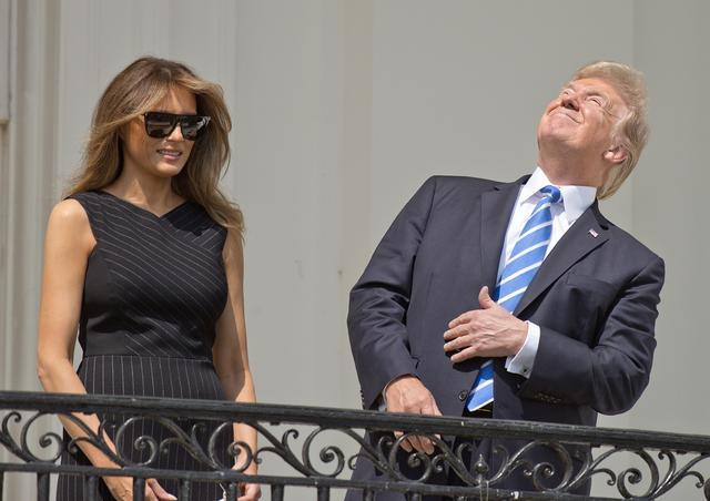 画像: 大統領も皆既日食を鑑賞