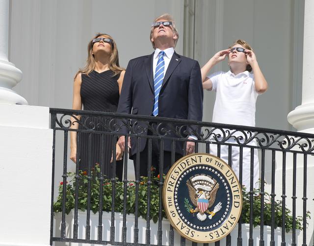 画像: その後しっかりメガネをつけて鑑賞。